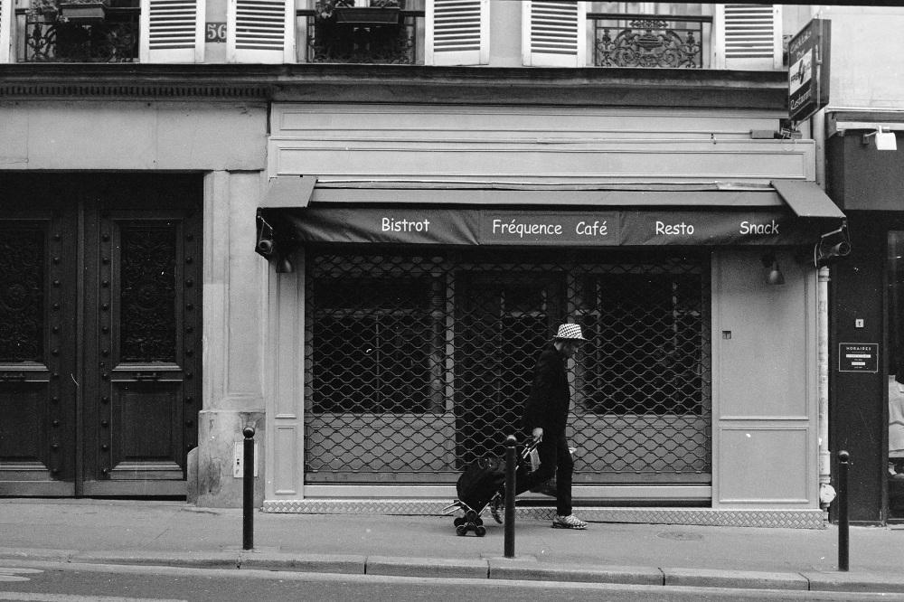 france street photo film filmisnotdead bw stranger ilford pentax