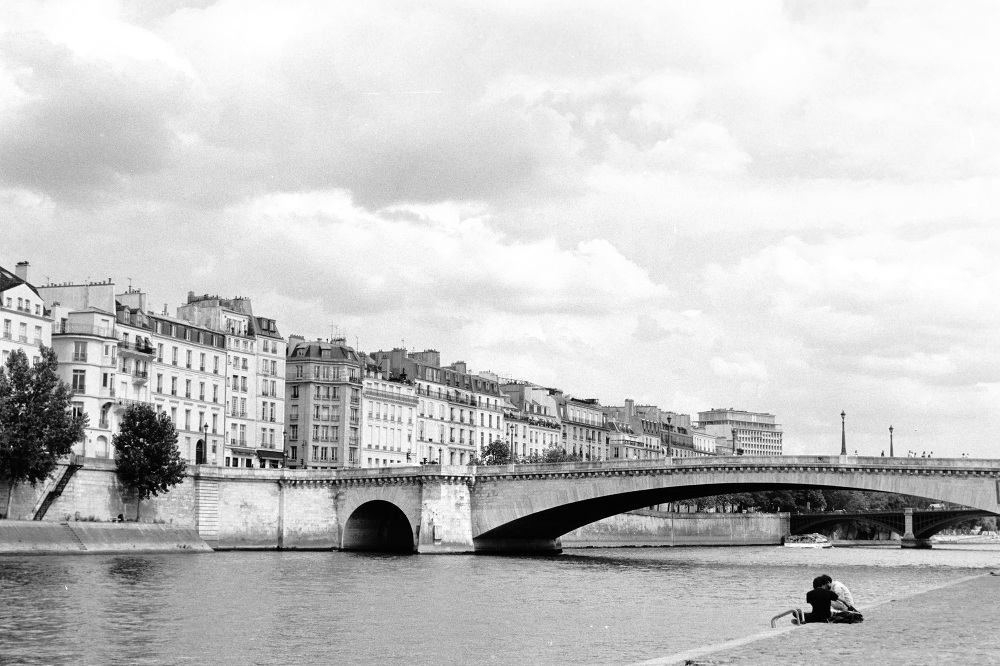 france paris street photo film filmisnotdead bw stranger ilford pentax