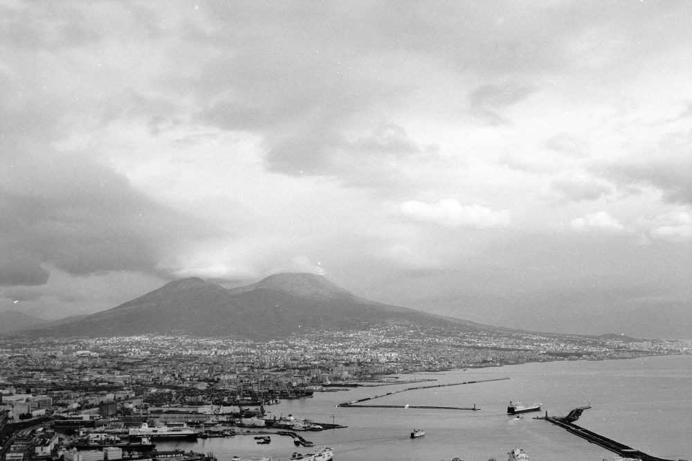 italy photo film vesuvio vulcan photo photographer street